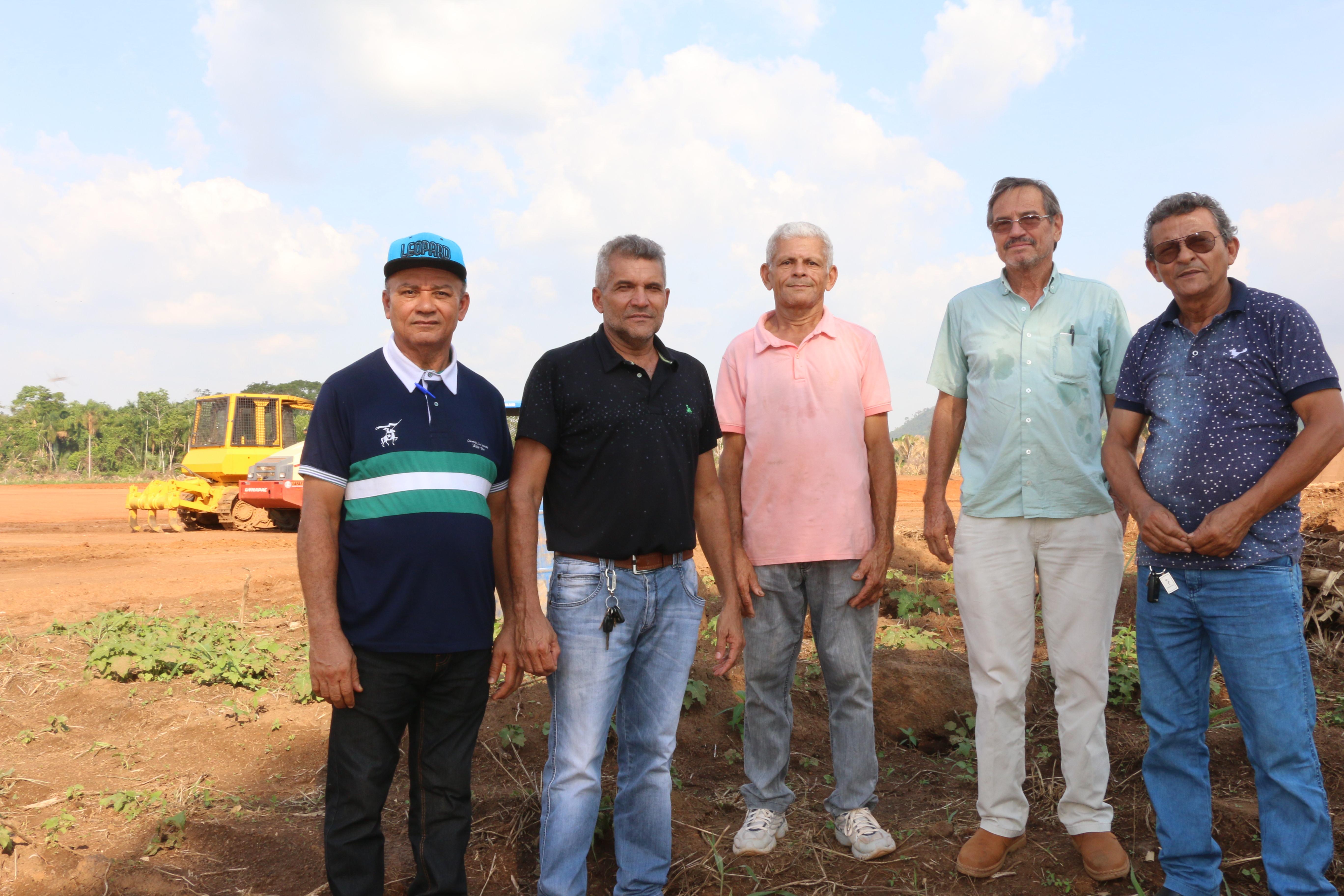 Representantes visitam área do projeto na Cutia